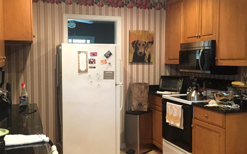 Kitchen before wallpaper removal
