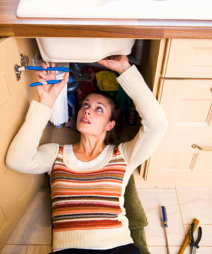 woman-fixing-sink
