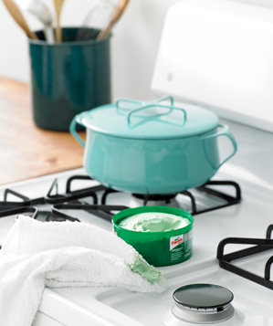 car-wax-used-to-preserve-stove-top