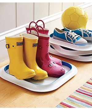 plastic-trays-used-to-contain-wet-boots