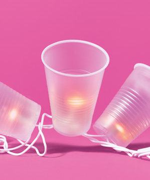 plastic-cups-used-as-party-lanterns