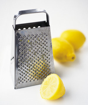 lemon-used-to-clean-cheese-from-grater