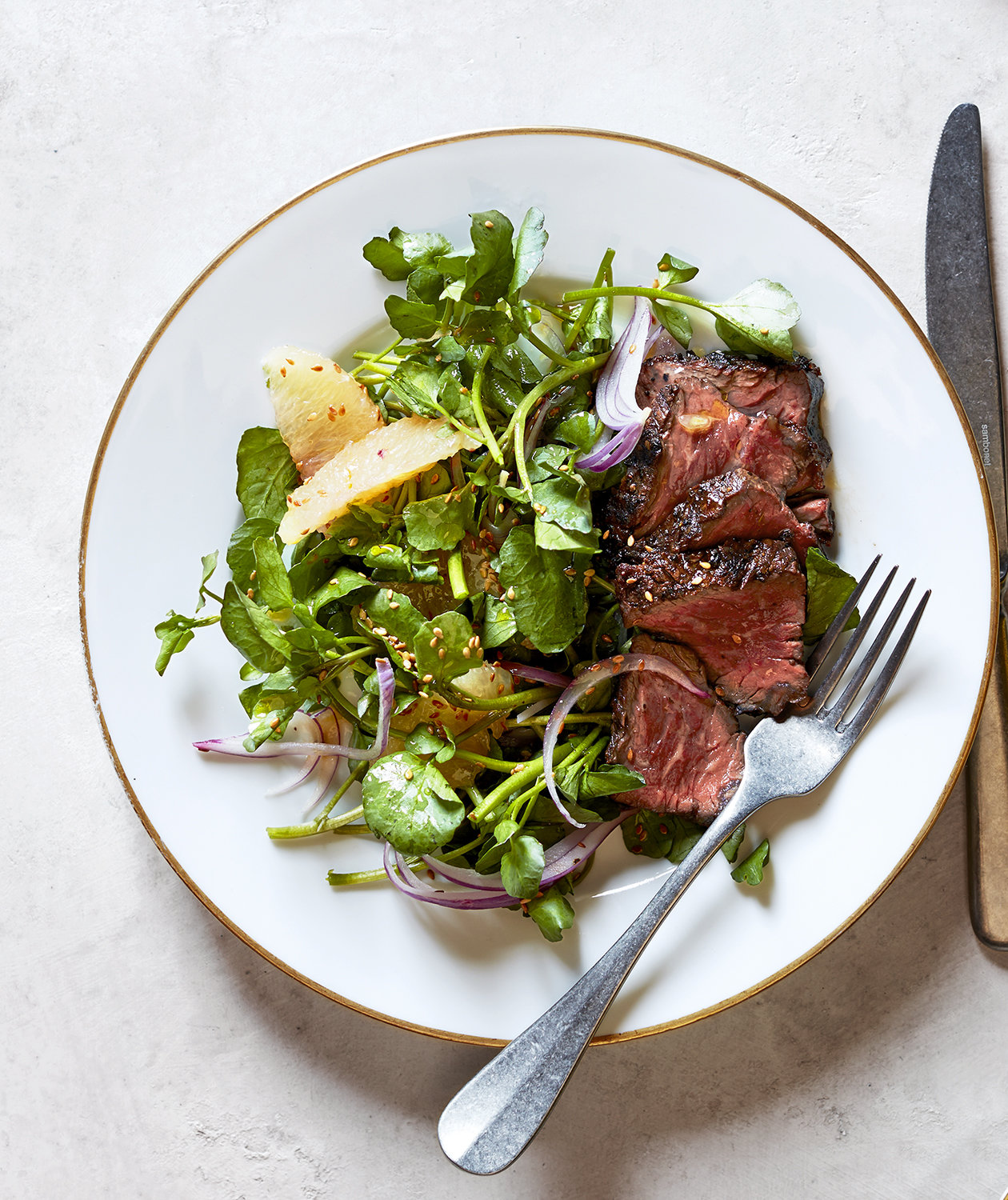 hanger-steaks-watercress-grapefruit-red-onion-salad