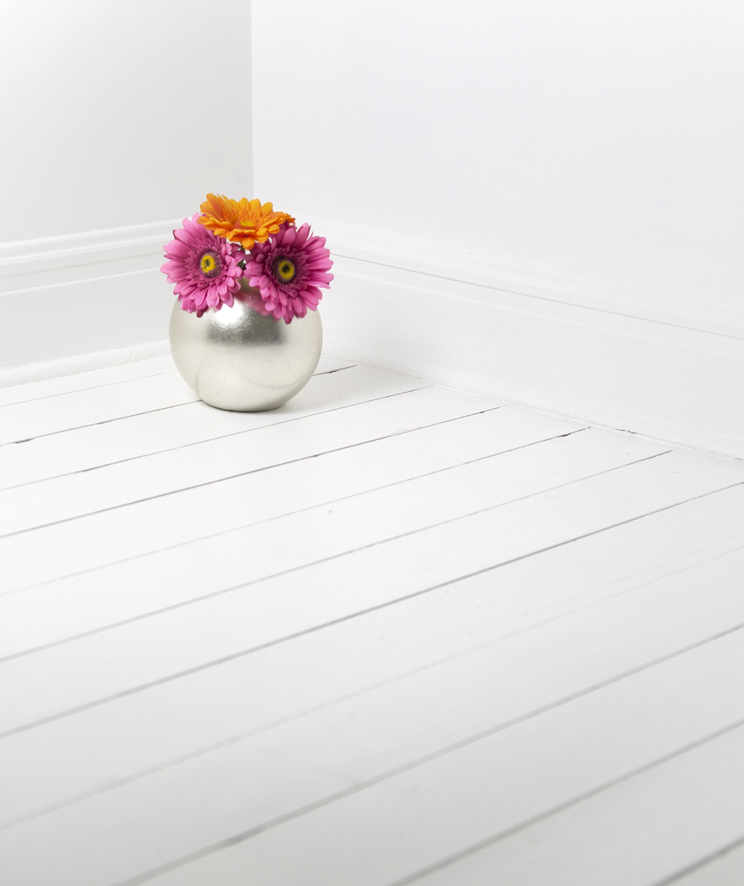 Revamp Your Dingy Floor {With Only A Coat Of Paint}| How to Paint Wooden Flooring, Wooden Floor Remodel, Fast Ways to Redo Your Flooring, Fast Flooring Upgrades, DIY Home, DIY Home Remodel, DIY Remodeling Hacks