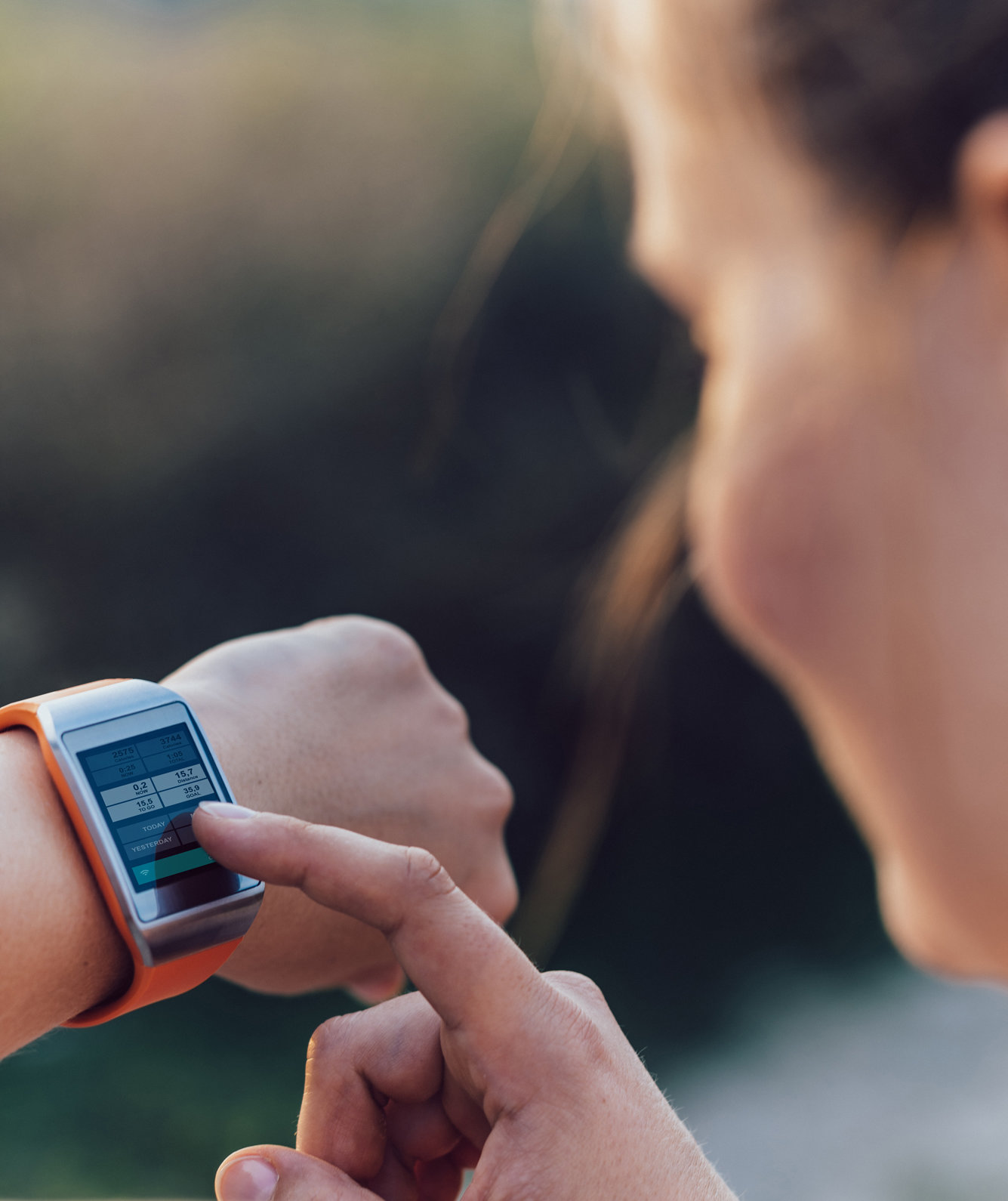 woman-smartwatch-tech