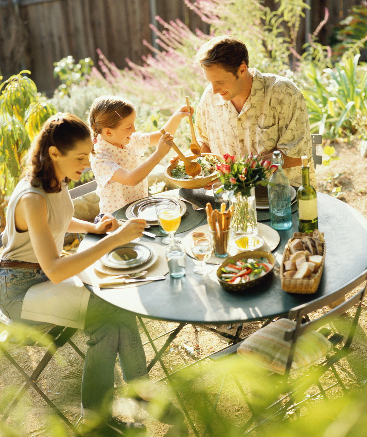 family-eating-outdoors