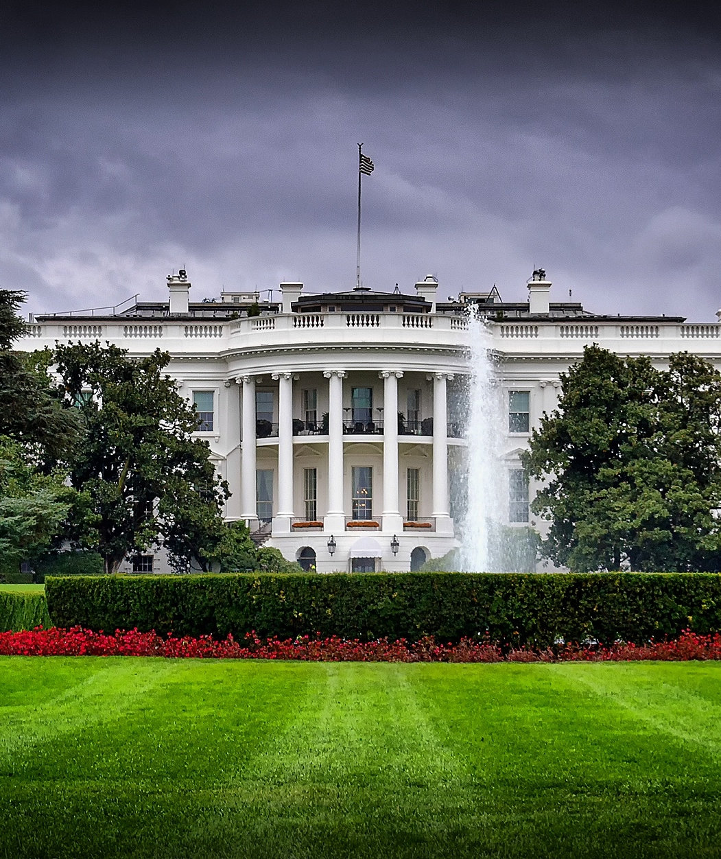 white-house-cloudy-day