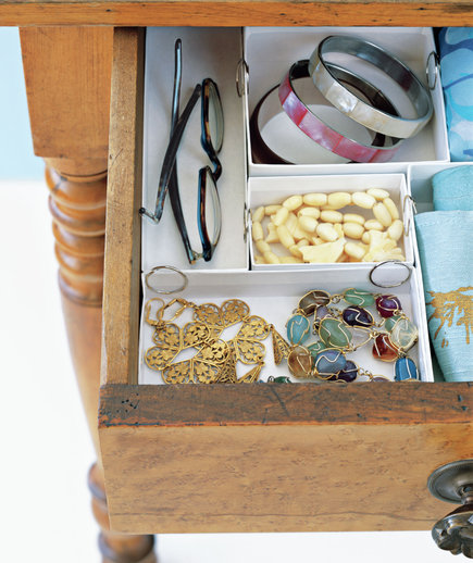 jewerly-box-used-to-organize-a-drawer