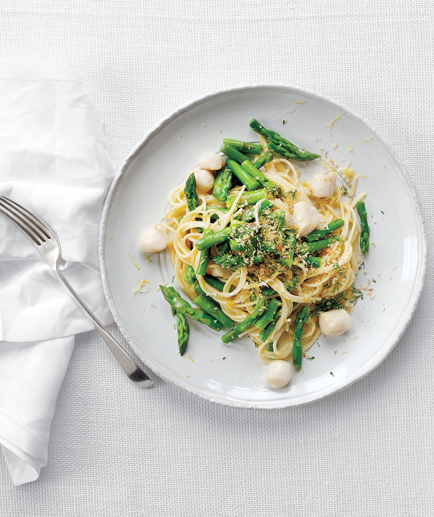spaghetti-with-asparagus-bay-scallops-bread-crumbs